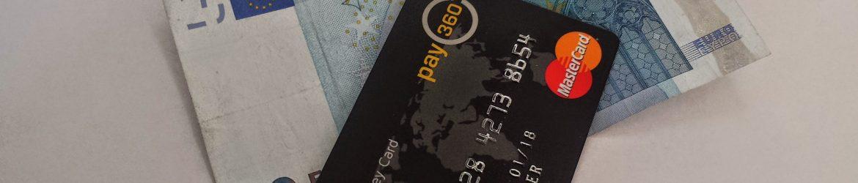 Ein zwanzig Euro Schein und eine Kreditkarte